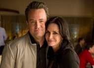 Ex-Friends Matthew Perry e Courteney Cox em Go On: veja as fotos!