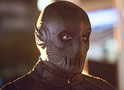 Fotos do episódio 2x06 de The Flash revelam visual de Zoom