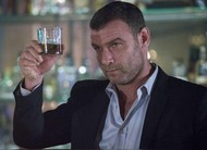 Ray Donovan visita uma figura poderosa de Hollywood no trailer do episódio 4x04