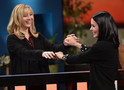 Friends: Courteney Cox e Lisa Kudrow participam de game show com perguntas da série