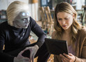 Supergirl: Brainiac-5 tenta ajudar Kara no trailer e fotos do episódio 3x10