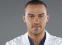 Jesse Williams lamenta saída de colegas de Grey's Anatomy no Twitter
