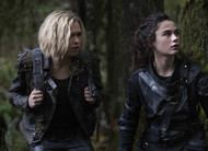 The 100: Madi tenta fugir de Clarke para salvar Bellamy em cena do episódio 5x10