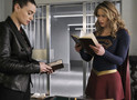 Supergirl e Lena investigam Lex no episódio 4x18 (trailer e fotos)