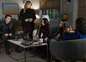 Pretty Little Liars: Perfeccionistas com medo na 1ª season finale (trailer e cenas)