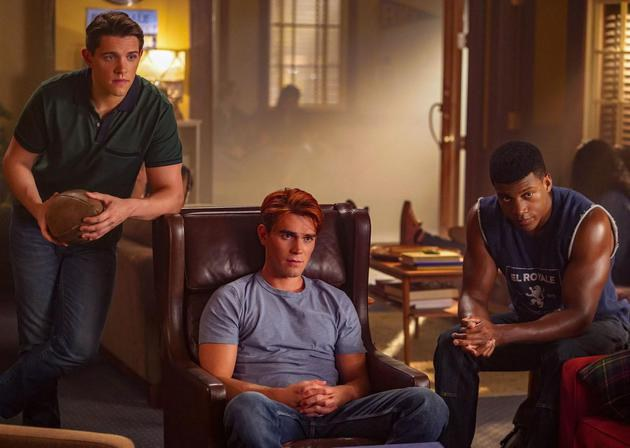 Riverdale: ameaças e bombas no episódio 4x03 (trailer e fotos)